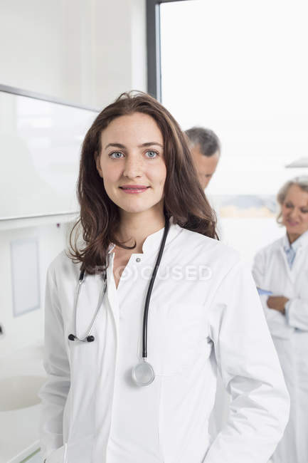 Doctors discussing patient record — Stock Photo