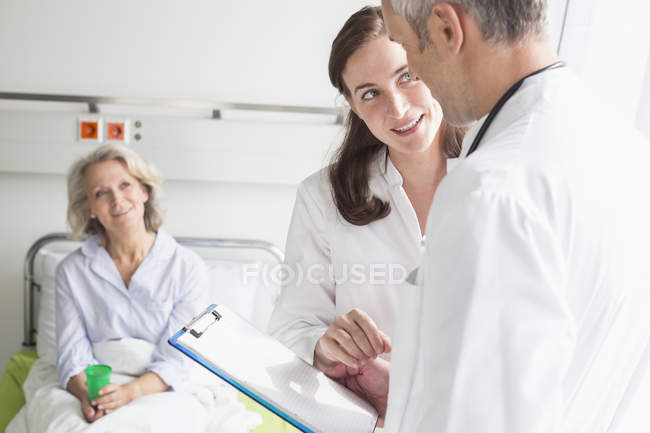 Doctors holding patient record — Stock Photo