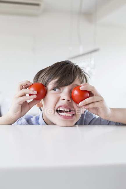 Little boy with tomatoes — Stock Photo