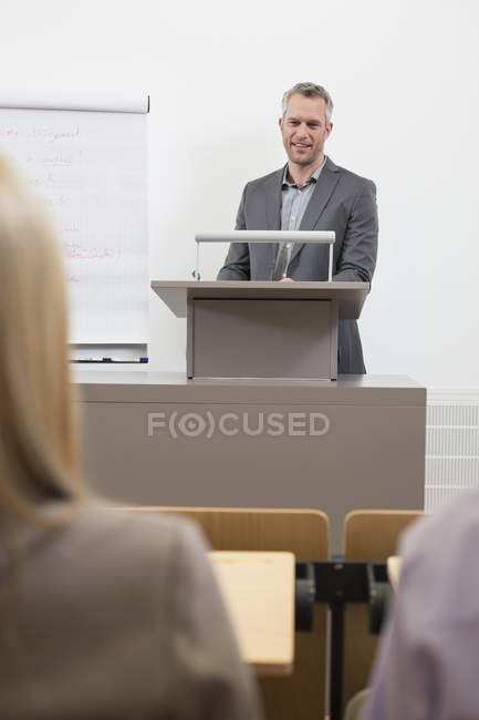 Lecturer speaking to audience — Stock Photo