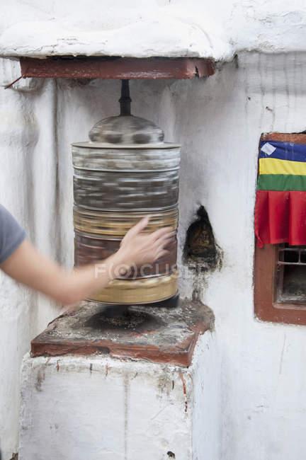 Жінка Непальська молитви Прядка — стокове фото