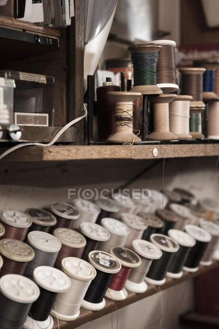 Різні пряжі порізки паперу — стокове фото
