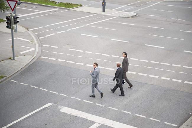 Route de passage pour le coopération hommes d'affaires — Photo de stock