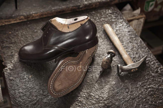 Pair of leather shoes in cobbler's shop — Stock Photo