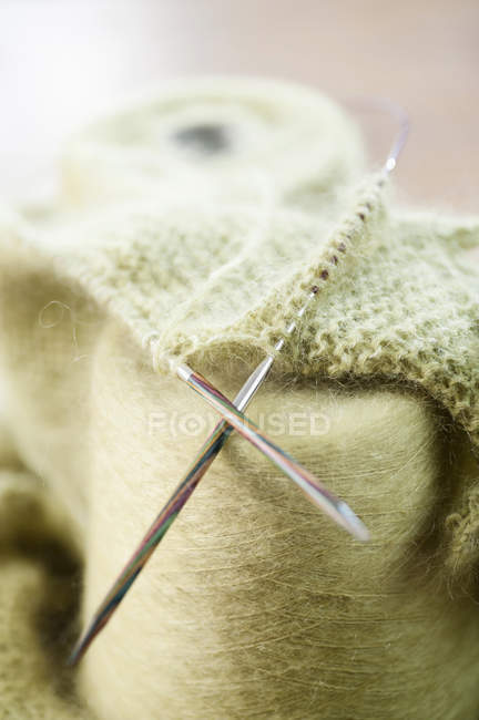 Wool reel with knitting needles — Stock Photo