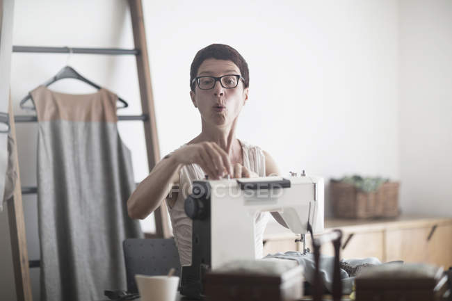 Dressmaker working on sewing machine — Stock Photo