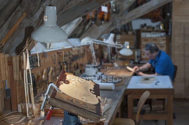 Craftsman working at workshop — Stock Photo
