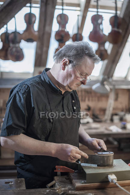Craftsman working at workshop — Stock Photo