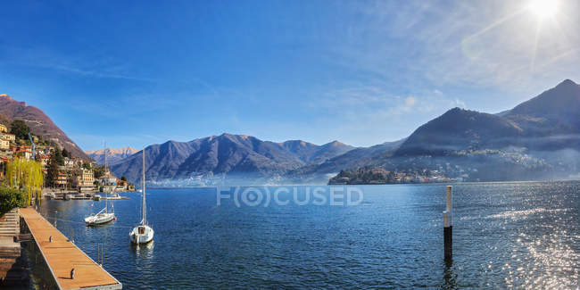 View of lake and mountain — Stock Photo