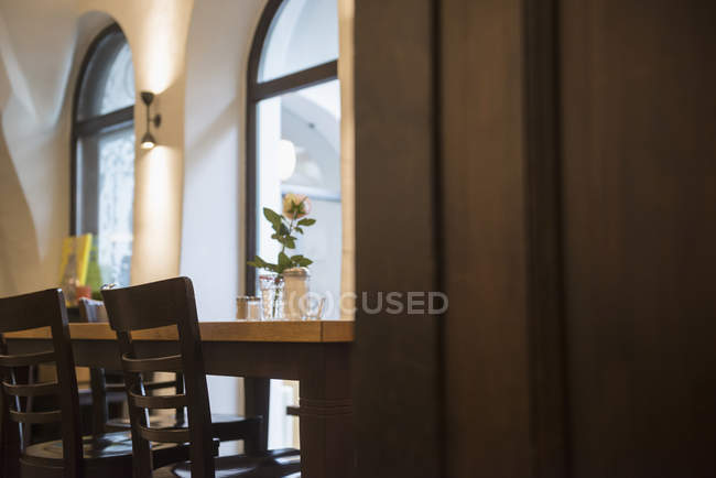 Table and chairs at restaurant — Stock Photo