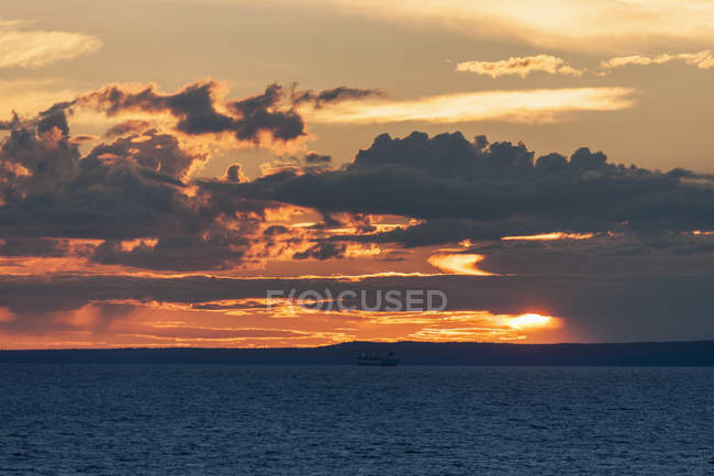 Baltic Sea during sunset, Kronstadt, Russia — Stock Photo
