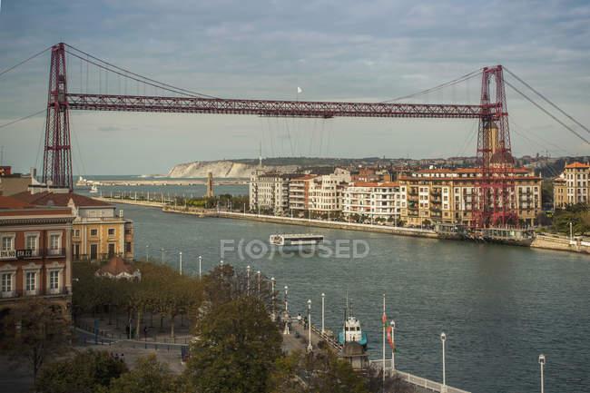 Vizcaya ponte sobre o rio na cidade — Fotografia de Stock