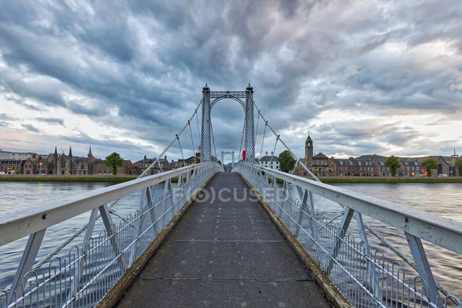 Greig rua ponte sobre o Rio Ness, Escócia — Fotografia de Stock