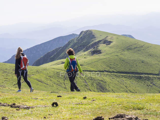 Women on hiking tour on Ganekogorta mountain — Stock Photo