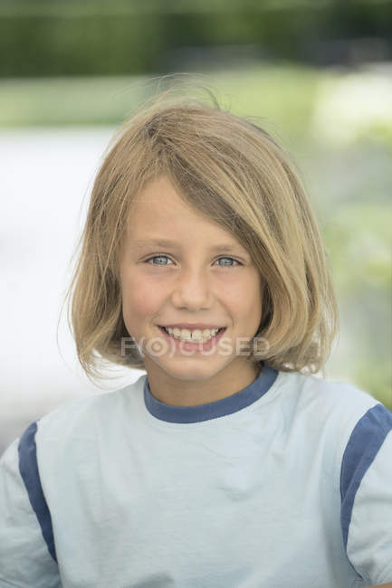 Portrait of pre-adolescent boy smiling and looking in camera — Stock Photo