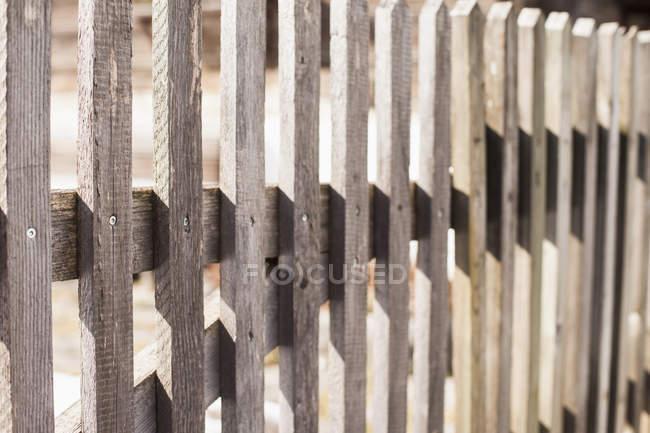 Крупный план деревянного забора — стоковое фото