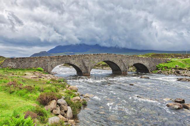 The historic bridge at Sligachan, Isle of Skye, Inner Hebrides, Scotland — Stock Photo