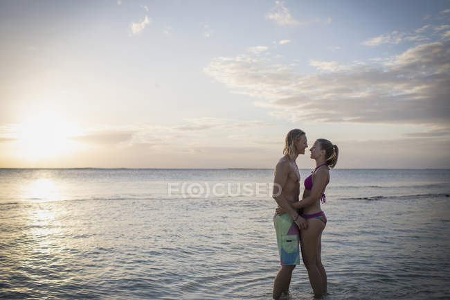 Couple standing face to face at beach — Stock Photo