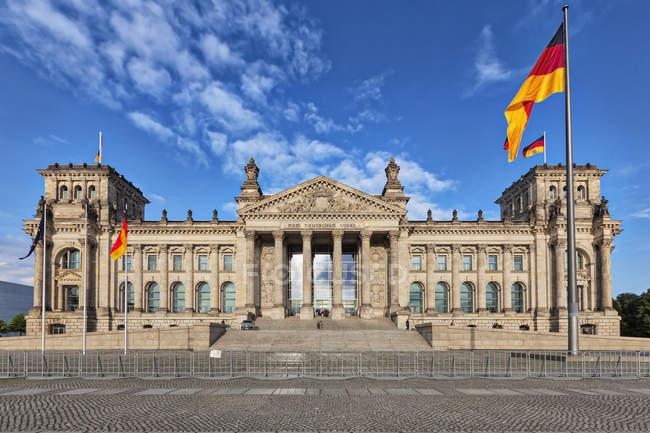 Berlin, Deutschland - 11. August 2017: Fassade des Deutschen Bundestages — Stockfoto