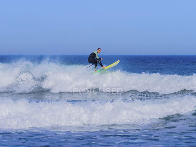 Man surfing with paddleboard at Sopelana beach — Stock Photo