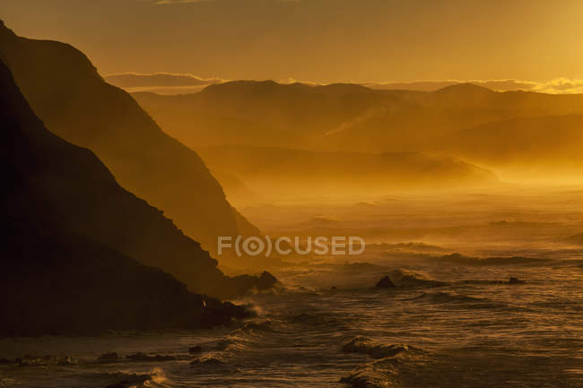 Seascape and cliff of Barrika during sunset — Stock Photo