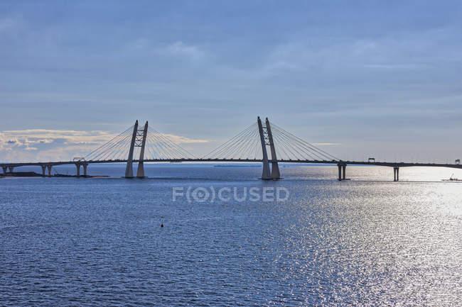 Ponte no porto de São Petersburgo, Rússia — Fotografia de Stock