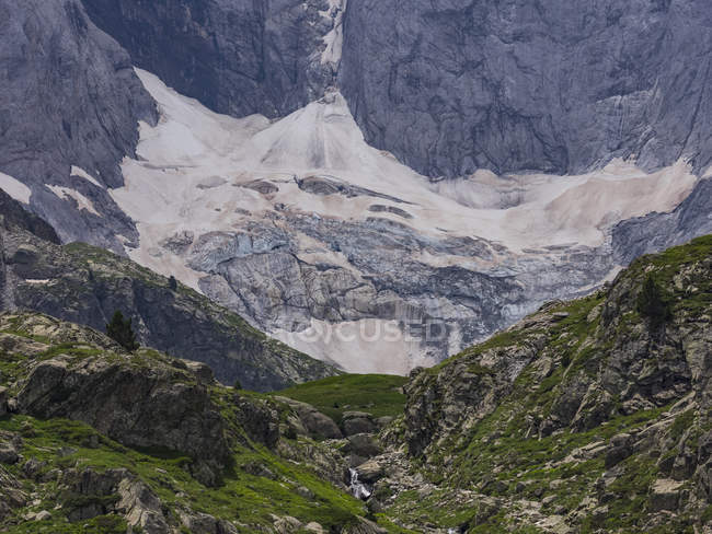 Scenic mountain landscape of glacier Vignemale, Cauterets, France — Stock Photo