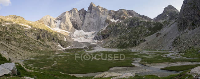 Scenic landscape with mountain Vignemale, Cauterets, France — Stock Photo