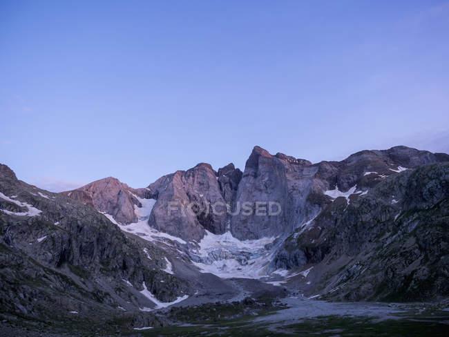 Вид на гори і льодовик Vignemale, Котеретс, Франція — стокове фото