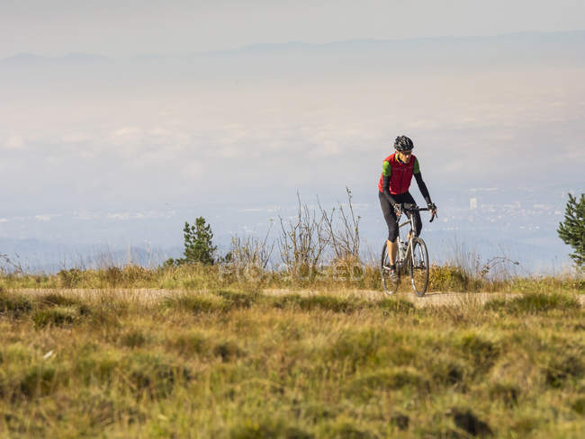 Man riding bicycle on cycling tour in Northern Black Forest, Germany — Stock Photo