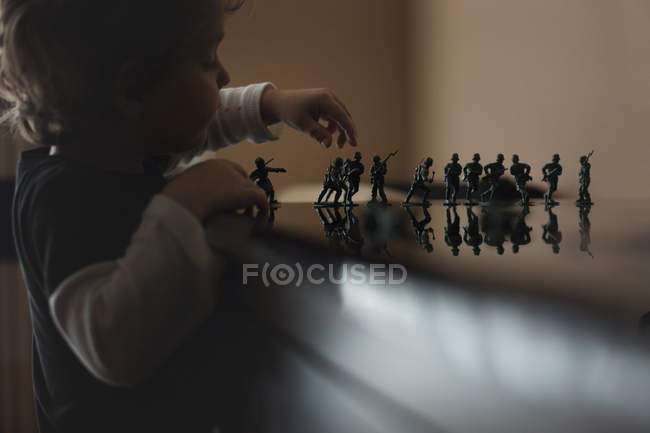 Little boy playing with toy soldiers — Stock Photo