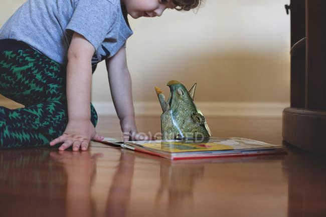 Cute little boy reading book — Stock Photo