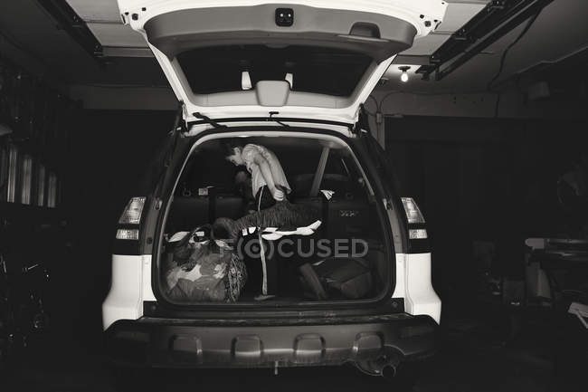 Little boy loading bags in car — Stock Photo
