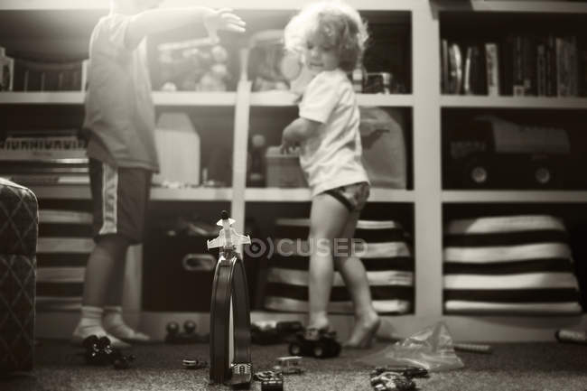 Little brothers playing with toys — Stock Photo