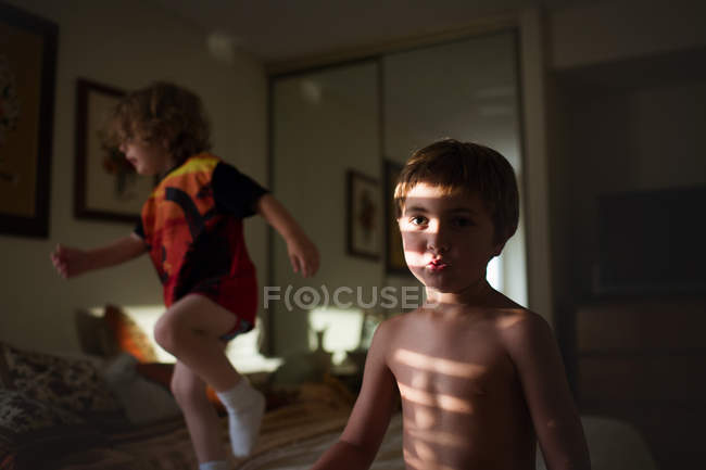 Little brothers playing in bedroom — Stock Photo