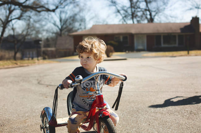 Little boy cycling on road — Stockfoto