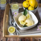 Fresh lemons with ice cream and lemonade — Stock Photo