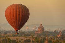 Balloon flying over Bagan — Stock Photo