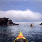 Kayak entre les falaises — Photo de stock