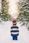 Boy standing in snow — Stock Photo