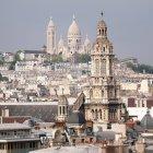 Stadtbild von Montparnasse mit Domturm — Stockfoto