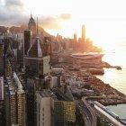 Vista da cidade ao entardecer de desvanecimento — Fotografia de Stock