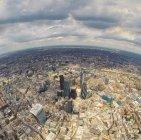 Luftaufnahme der Stadt mit Wolkenkratzern — Stockfoto