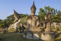 Statue buddiste religiose nel Buddha Park — Foto stock
