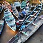Vue de bateaux en rivière — Photo de stock