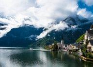 Hallstatt y Hallstattersee lake, Austria - foto de stock