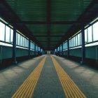 Straße in leere tunnel — Stockfoto