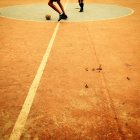 Ragazzi che giocano a calcio — Foto stock