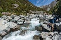 Escursioni uomo a Mary Creek — Foto stock