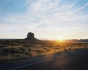 Долина монументов на закате — стоковое фото